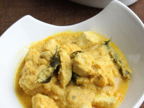 chicken-in coconut gravy