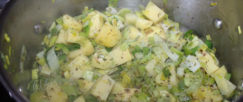 making leek potato soup