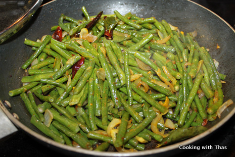 making-long beans-stir fry