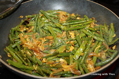 making long beans stir fry