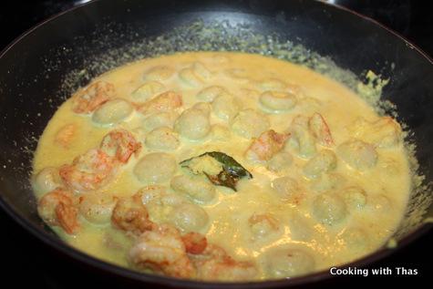 making-shrimp-rice dumpling chakkoli