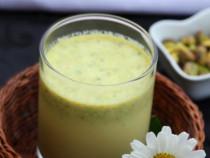 Chilled-Pistachios-and-Saffron-Milk
