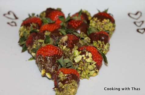 chocolate-pistachios-covered-strawberries