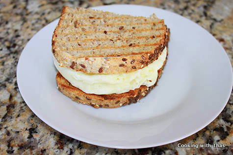 easy and quick egg white sandwich microwaved