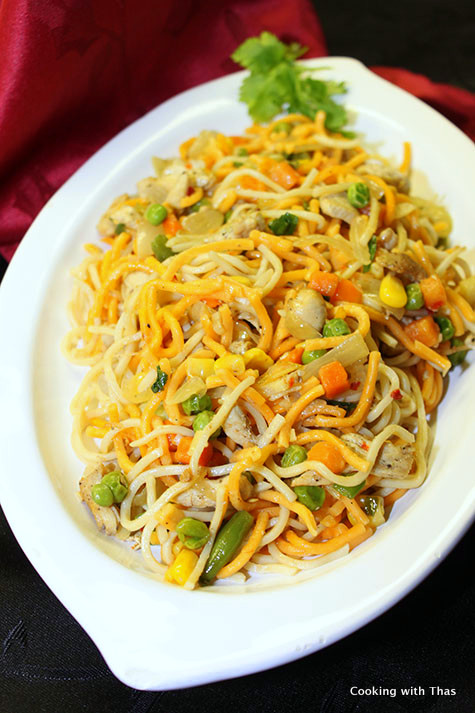 Chicken chow mein noodles recipe cooking with thas chicken chow mein noodles forumfinder Images