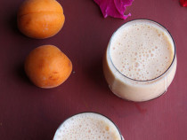 Apricot Dates Smoothie