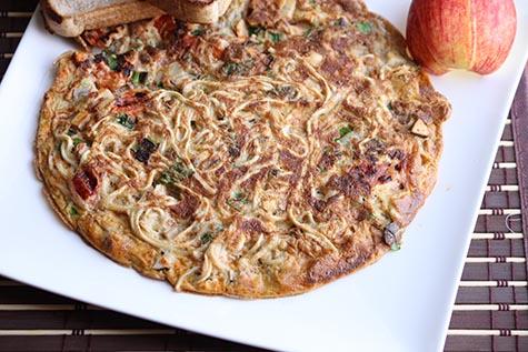 Noodles Omelette