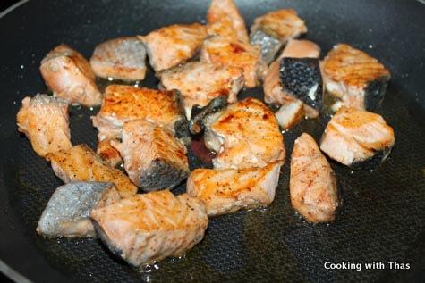 pan frying salmon