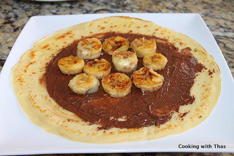 making nutella banana crepes