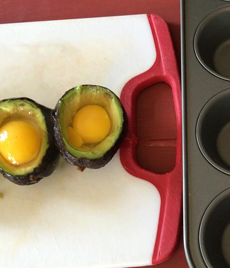 Making Avocado in egg